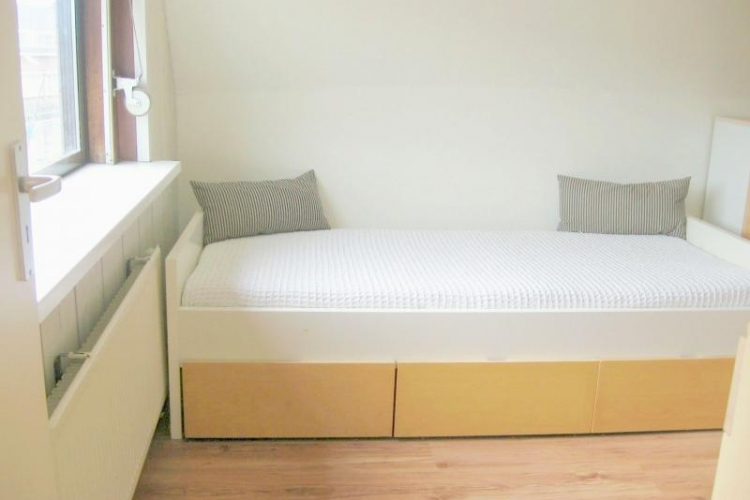 Middelland kamer in krimpen aan de lek - Gemeubileerde woonkamer ...